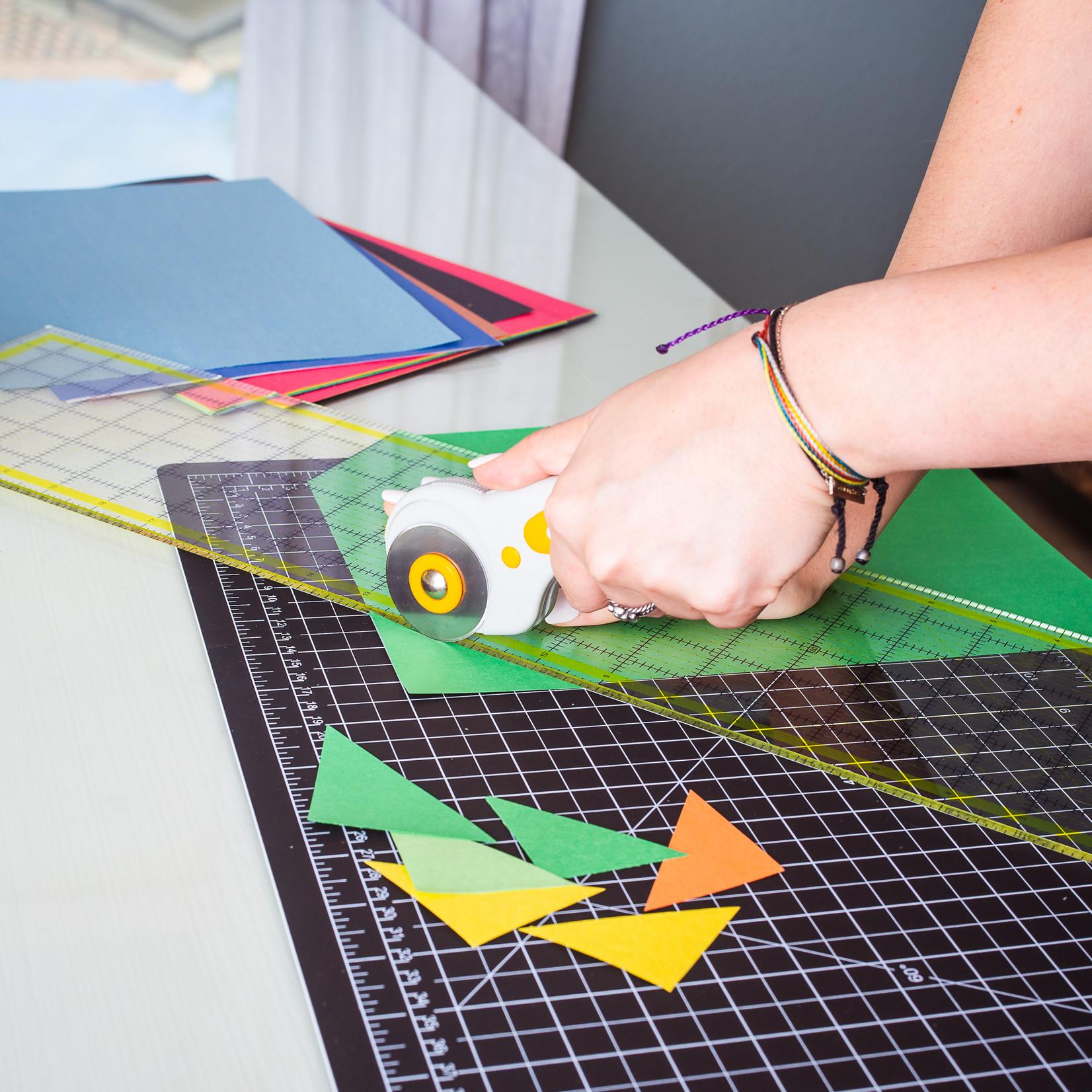 W.A. Portman W.A. Portman 45mm Rotary Fabric Cutter w/5 Replacement Blades & Cutting Mat (9x12, 12x18, 18x24, 24x36)