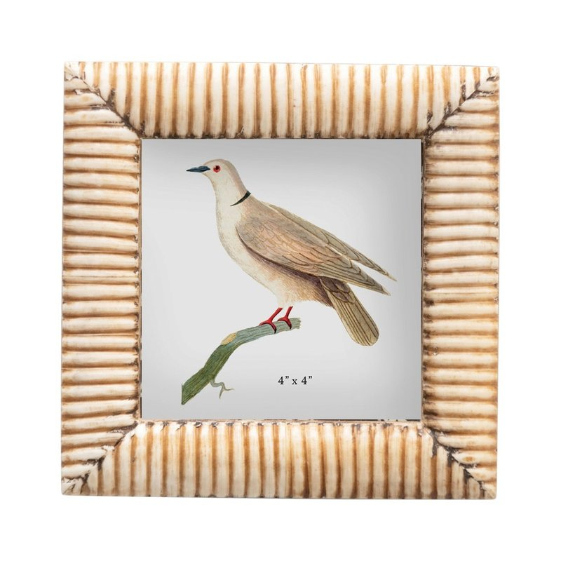 Photo Frame w/ Ribbed Pattern