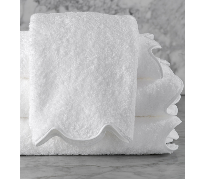 MATOUK CAIRO SCALLOPED BATH TOWEL WHITE