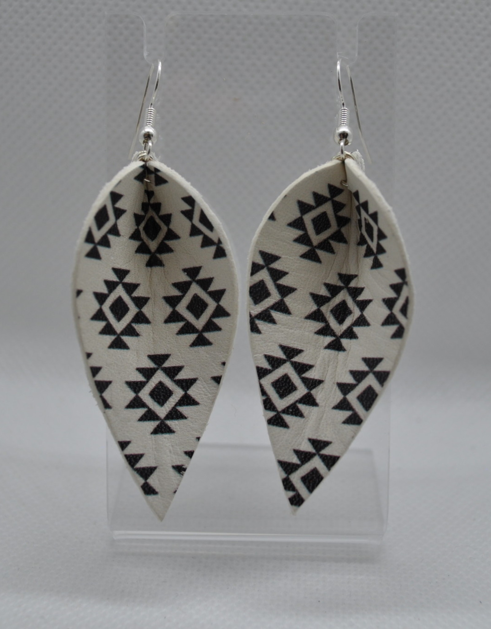 ECLectic Designs White and Black Tribal Flower Petal