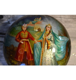 Lacquer Box with Fairytale Couple (Round)