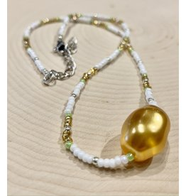 Vintage Beaded Necklace with Gold Pearl