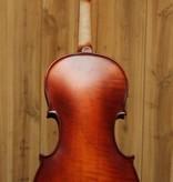 Krutz Krutz Series 200 4/4 Violin w/ Case & Bow Seasoned spruce top; Seasoned maple back, ribs and scroll; Medium flame