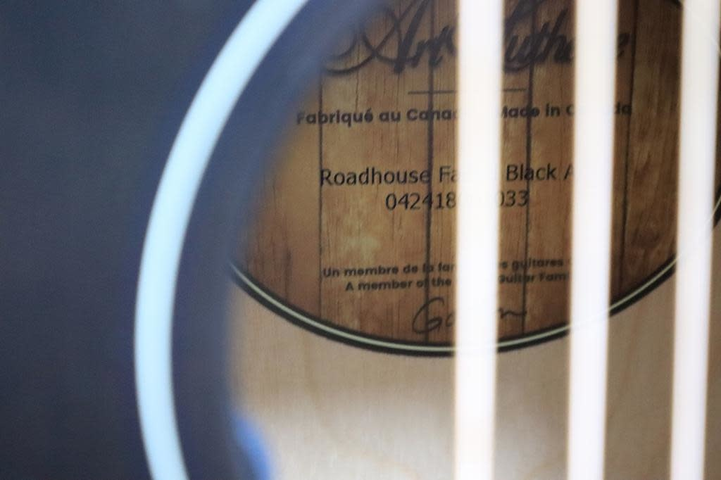 Art & Lutherie Art & Lutherie Roadhouse Faded Black A/E Parlor