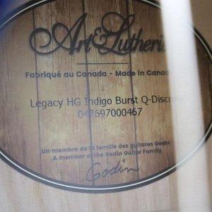 Art & Lutherie Art & Lutherie Legacy HG Indigo Burst Q-Discrete Concert Hall