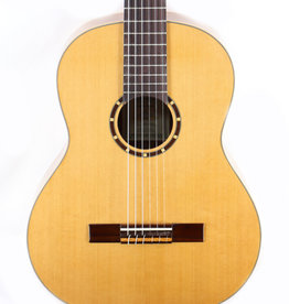 Ortega Ortega R122 Family Series Nylon String Guitar w/Gig Bag