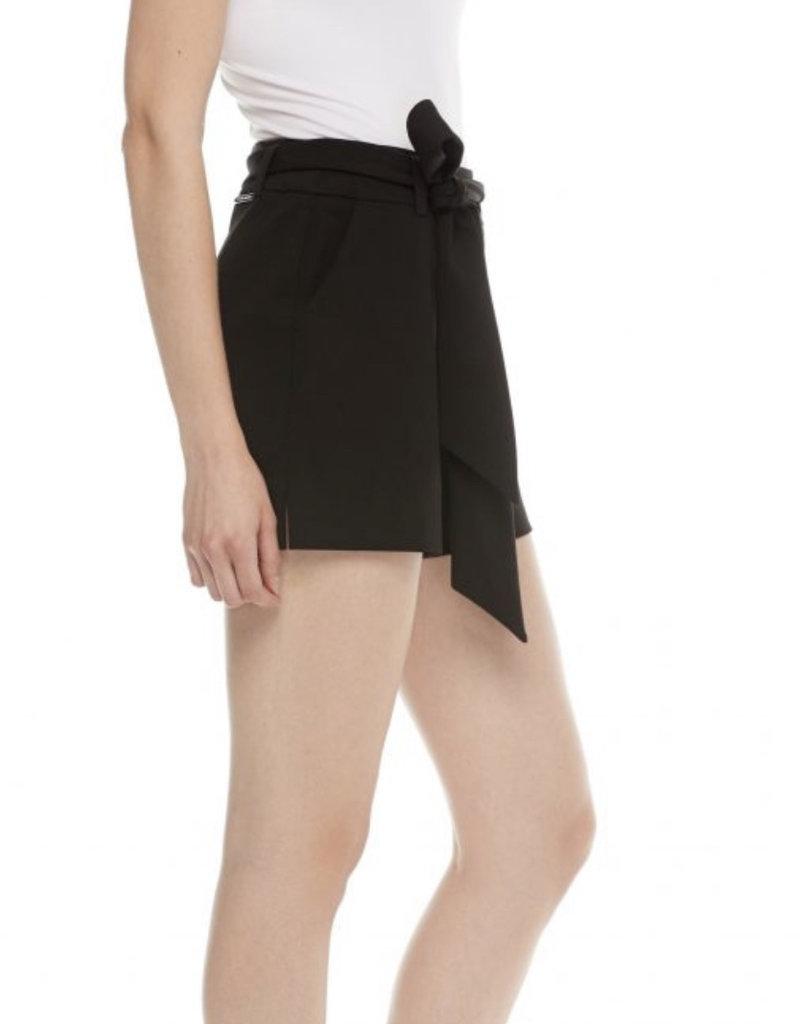 Waist tie shorts