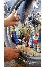 TWO7 PERFORMANCE TWO7 PERFORMANCE TUBELESS SEALANT INJECTOR