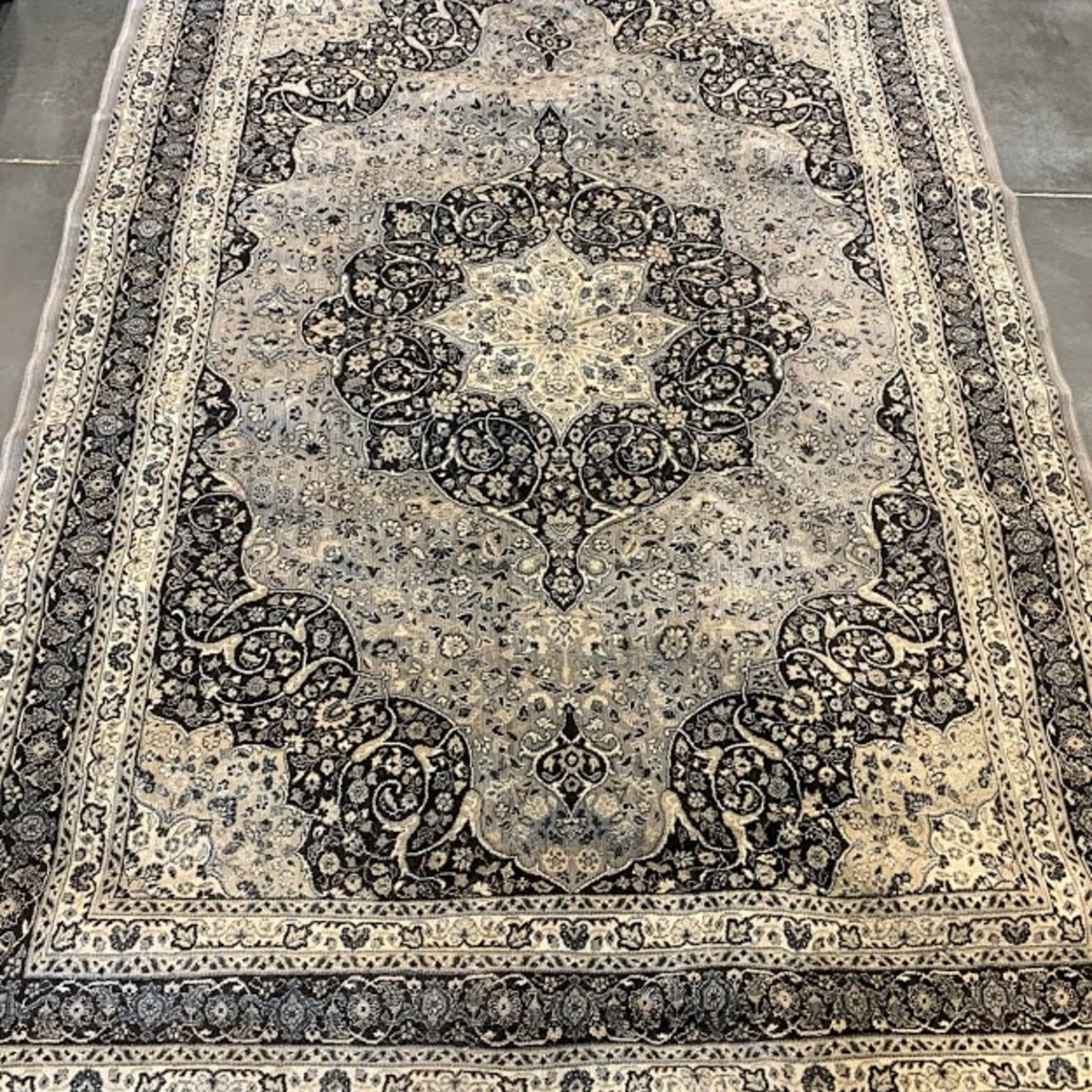 """Symphony Collection Area Rug 5'3""""x7'4"""""""