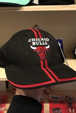 733 ds youth bulls snapback black/red