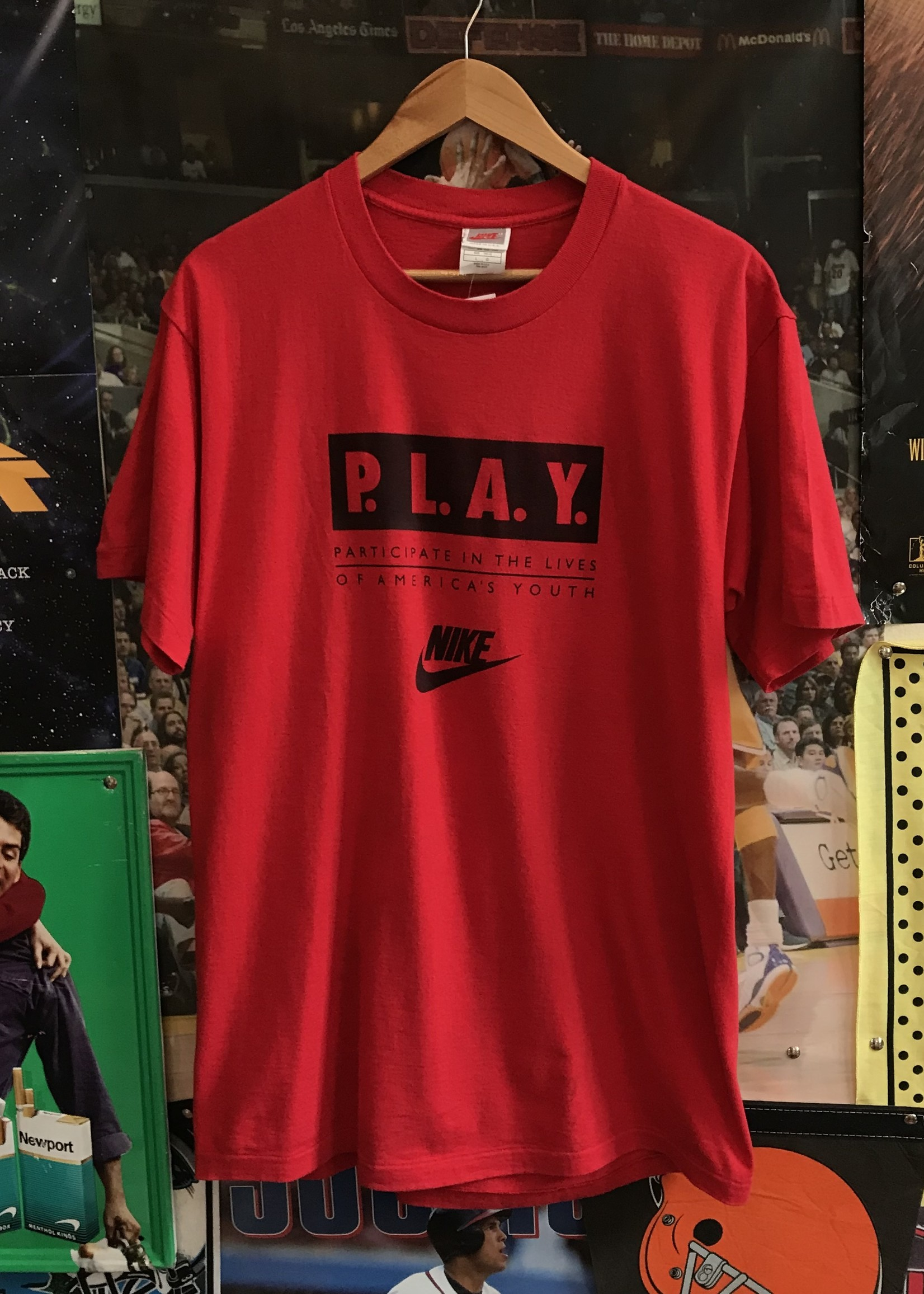 43991996 nike play march tee red sz L