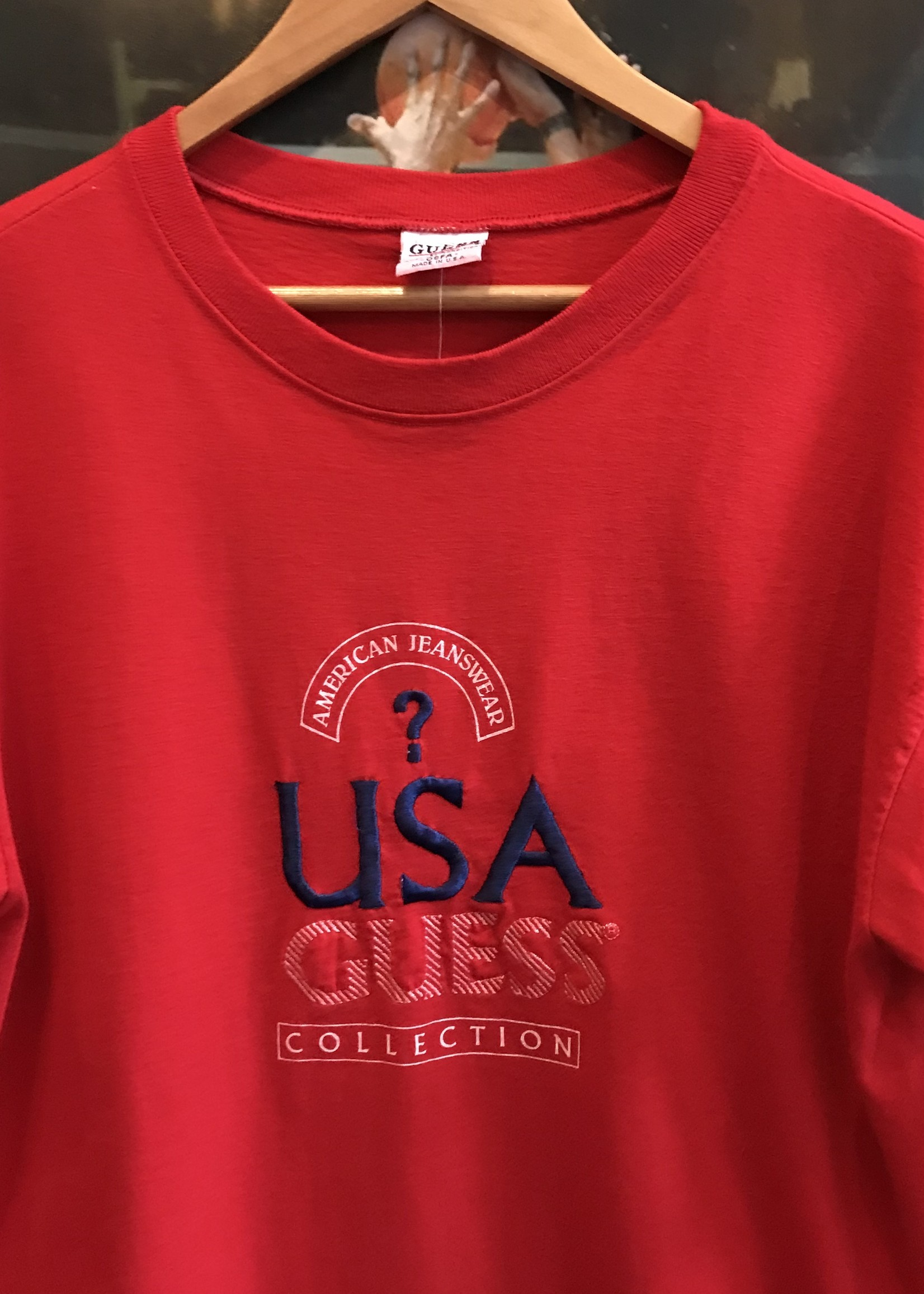 4722guess jeans red tee sz. L