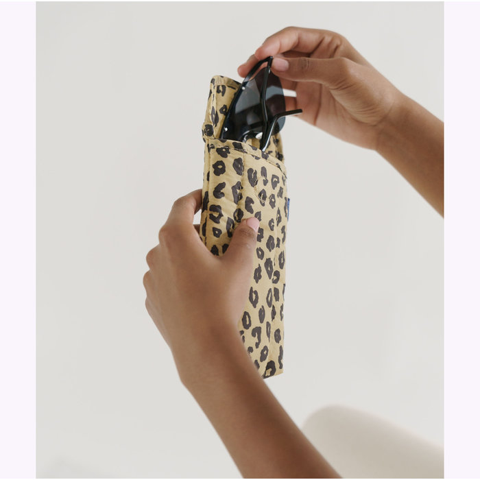 Baggu Honey Leopard Puffy Glasses Sleeve