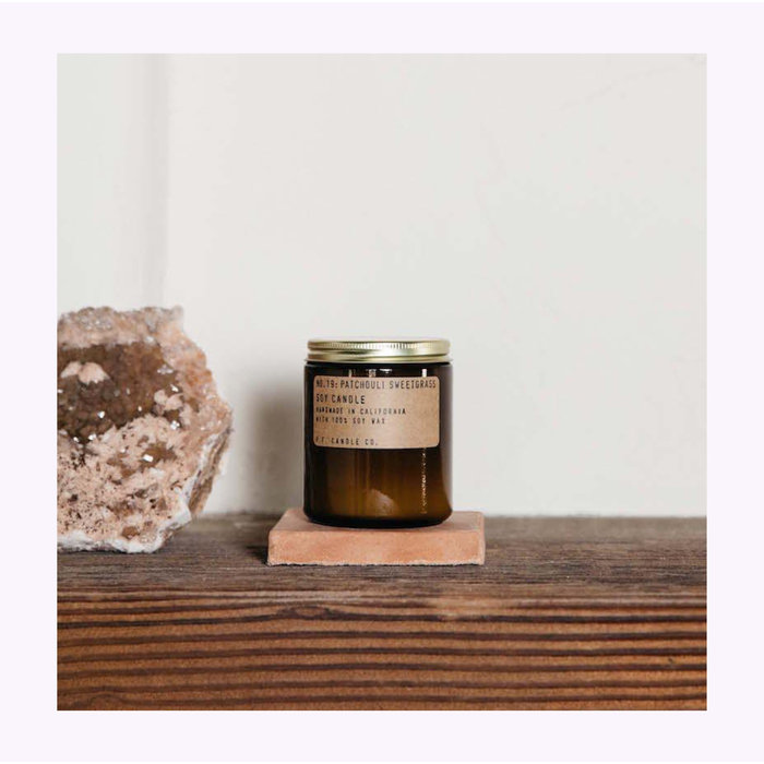 Bougie Pf Candle Co. Patchouli Sweetgrass Standard