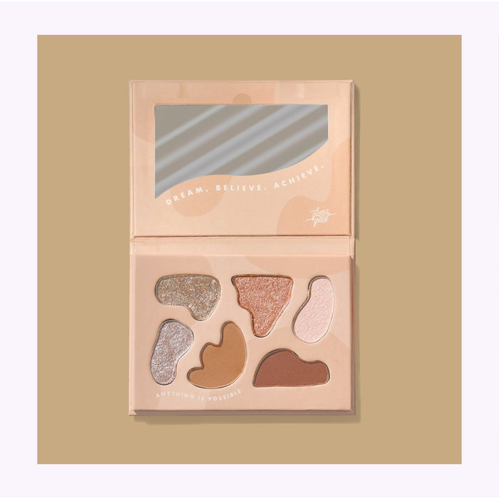 Glam & Grace Day Dream Believer Eyeshadow Palette
