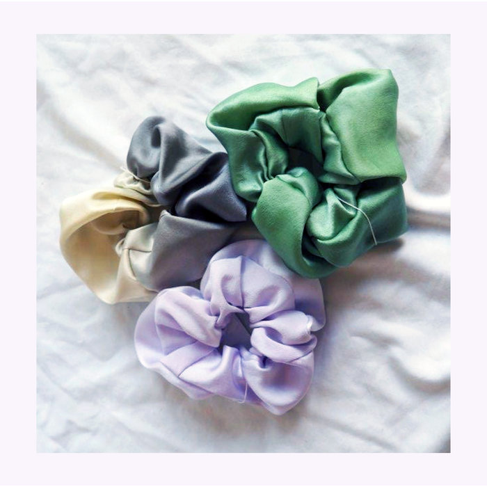 Papillon Ivoire Medium Silk Scrunchie