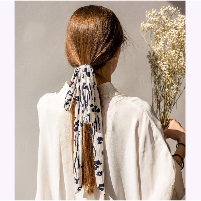 Gibou Blue Flowers Hair Tie