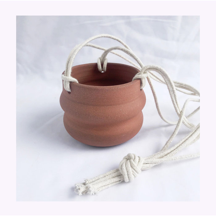 Cache-pot à suspendre ondulé Banfill Ceramics - Terracotta