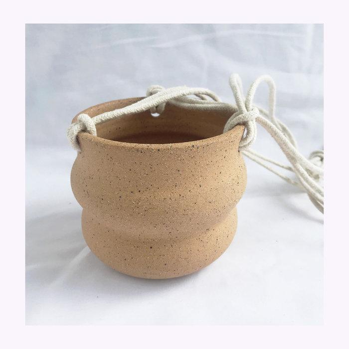 Banfill Ceramics Cache-pot à suspendre ondulé Banfill Ceramics - Sable