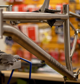 Pipedream Pipedream Moxie Ti Frame Longer