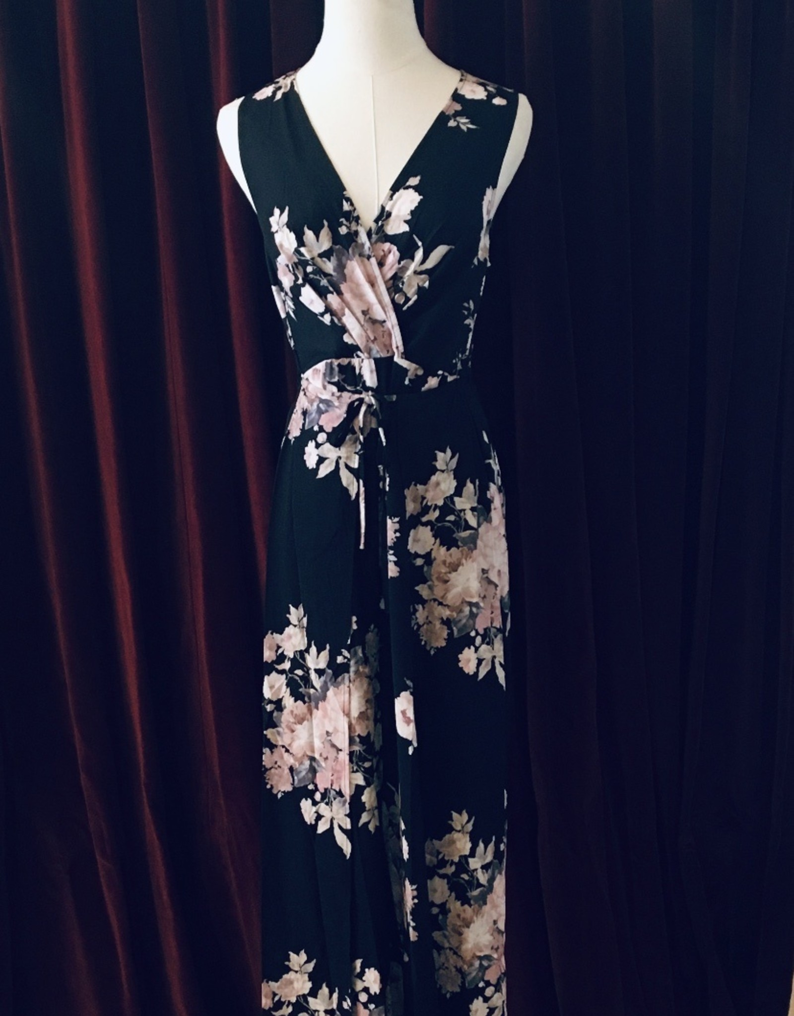Lorraine - Pantsuit with crossover front,