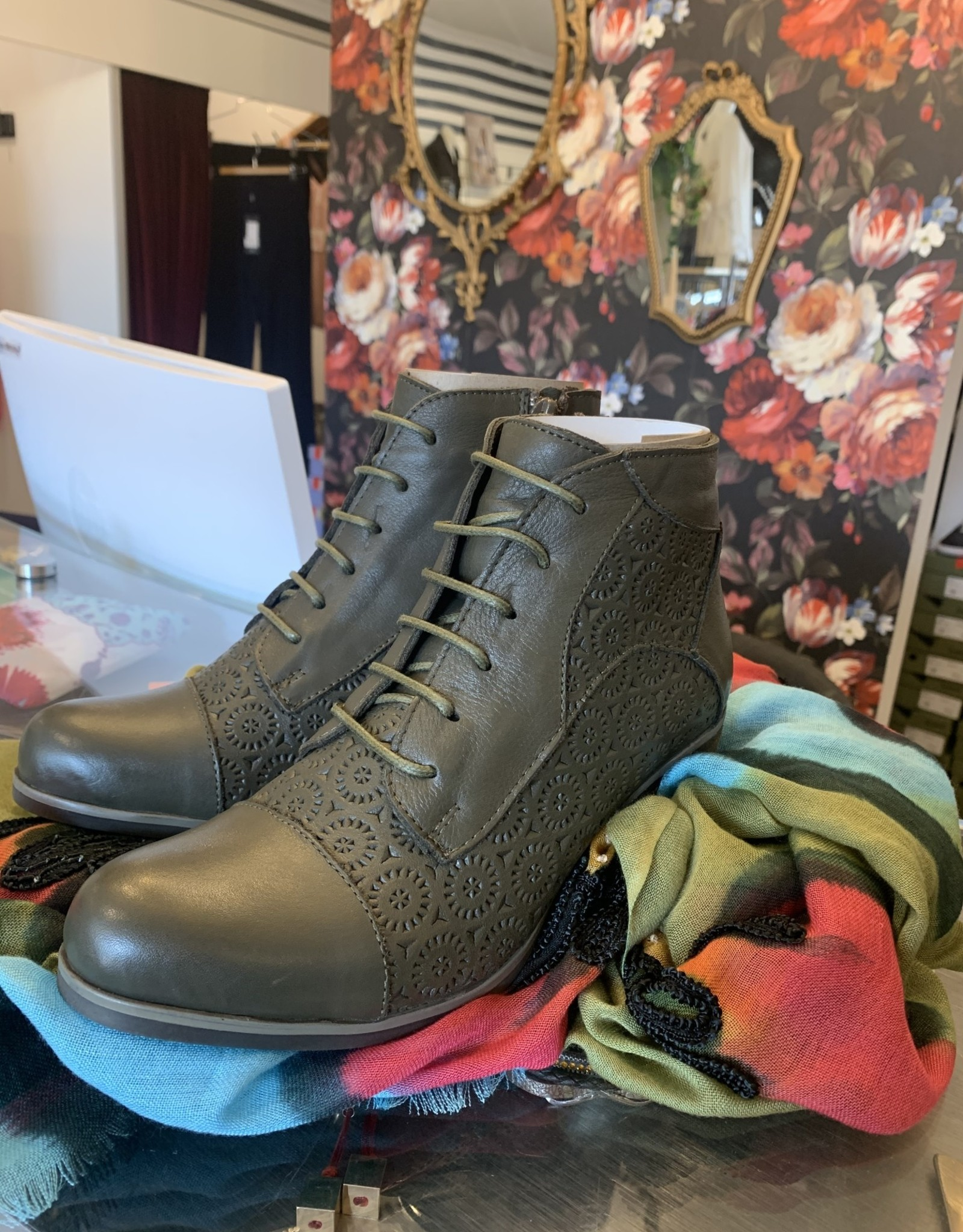 Bueno Jackie Lace Detail Boot