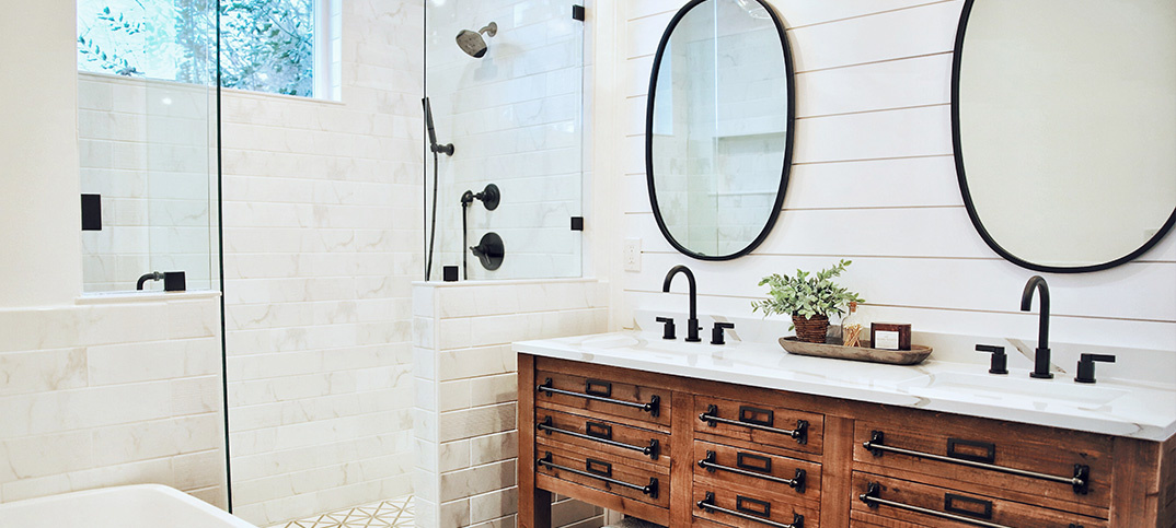 GO FOR MINIMALISM IN YOUR BATHROOM!