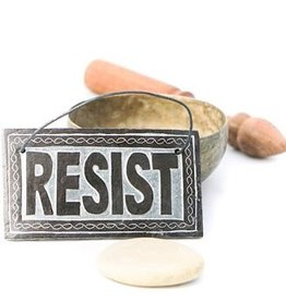 Resist Hanger