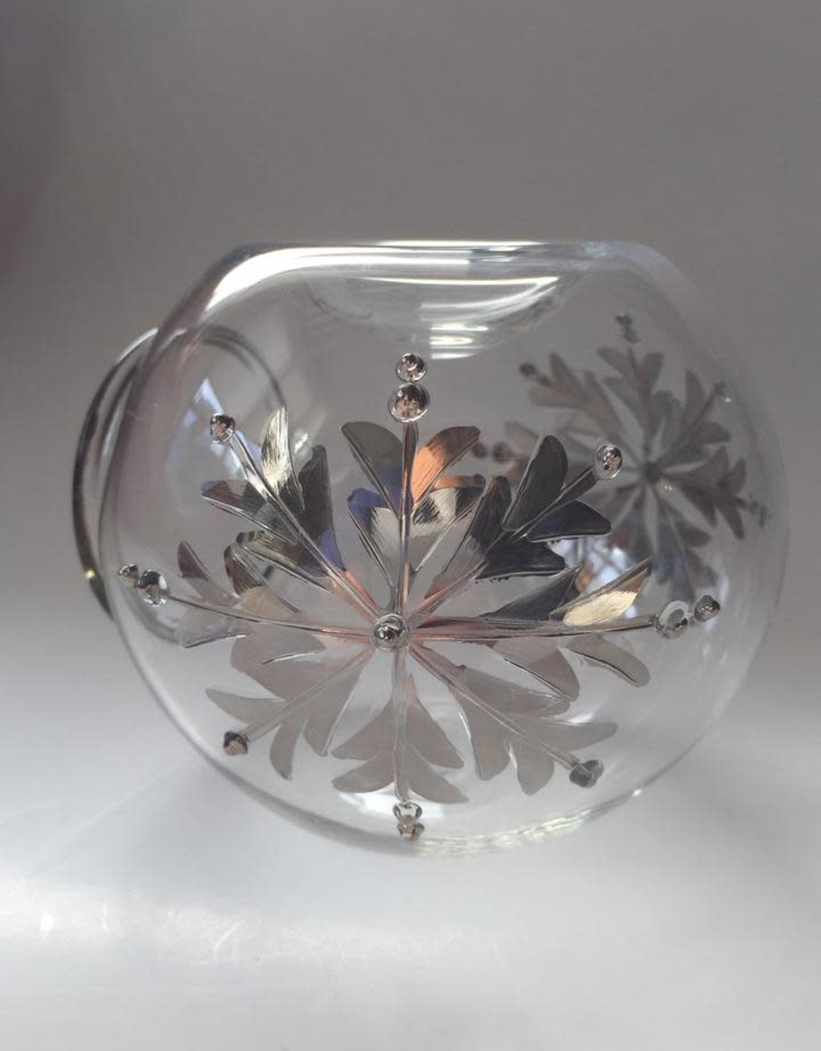 Dandarah Blown Glass Oil Diffuser - Silver Snow Flake