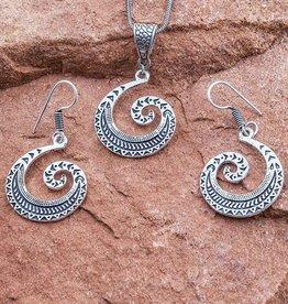 Sevya Handmade Swirl Necklace Set