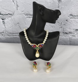 Unknown Brand: Pearl Earrings and Necklace Set