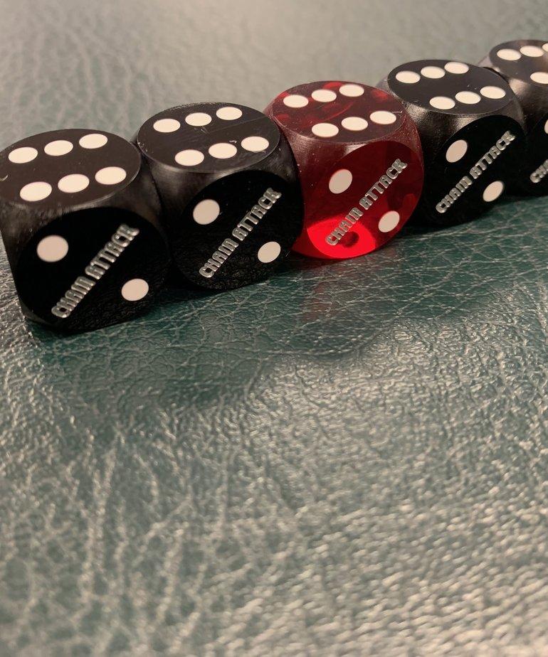 """Chain Attack 5/8"""" Casino Backgammon Dice 4 Black and 1 Red"""