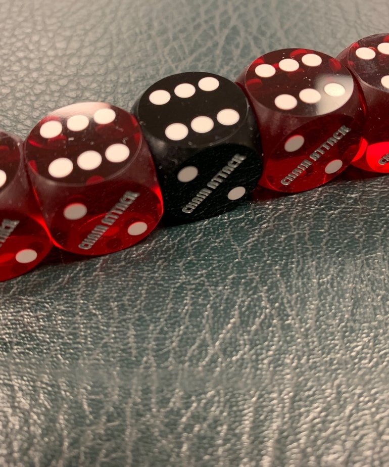 "Chain Attack 5/8"" Casino Backgammon Dice 4 Red and 1 Black"