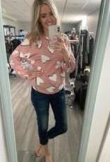 Heart Sweatshirt w Shirt Hem