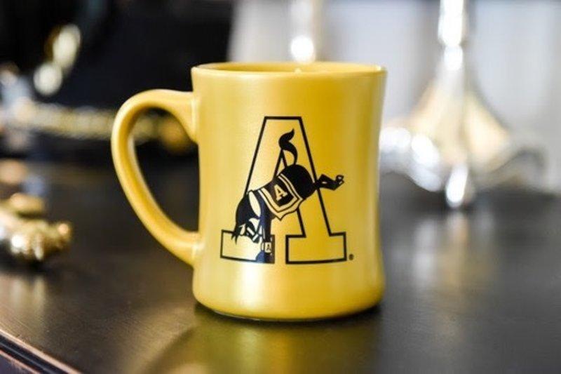 Old Grad Mug in Metallic Gold