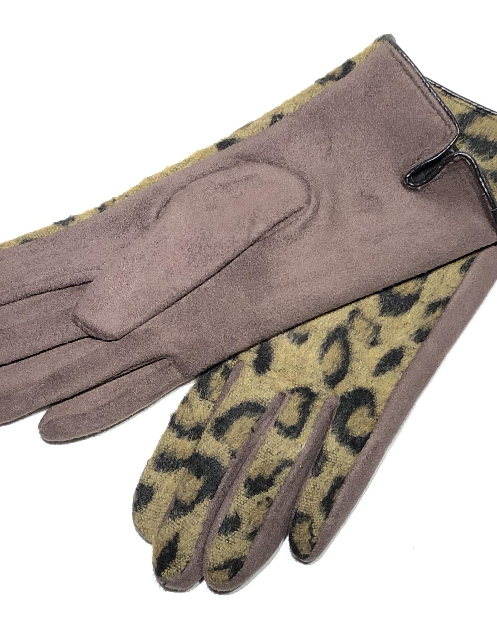 Venera Seta Cheetah Print Gloves
