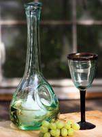 White Wine Glass Decanter w/ Ice Pocket