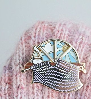 Twill&Print Knitting Day and Night Pin