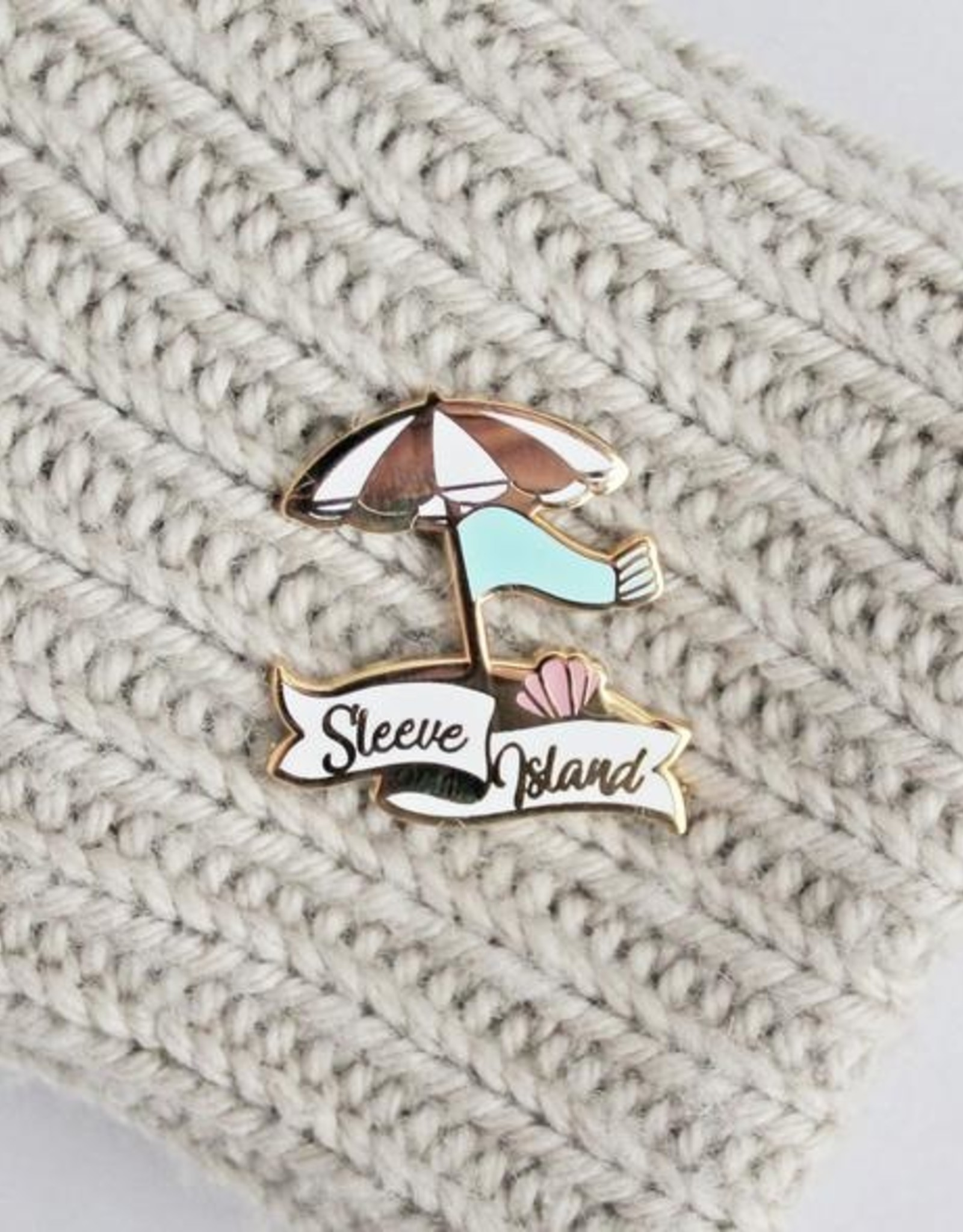 Twill&Print Sleeve Island Enamel Pin