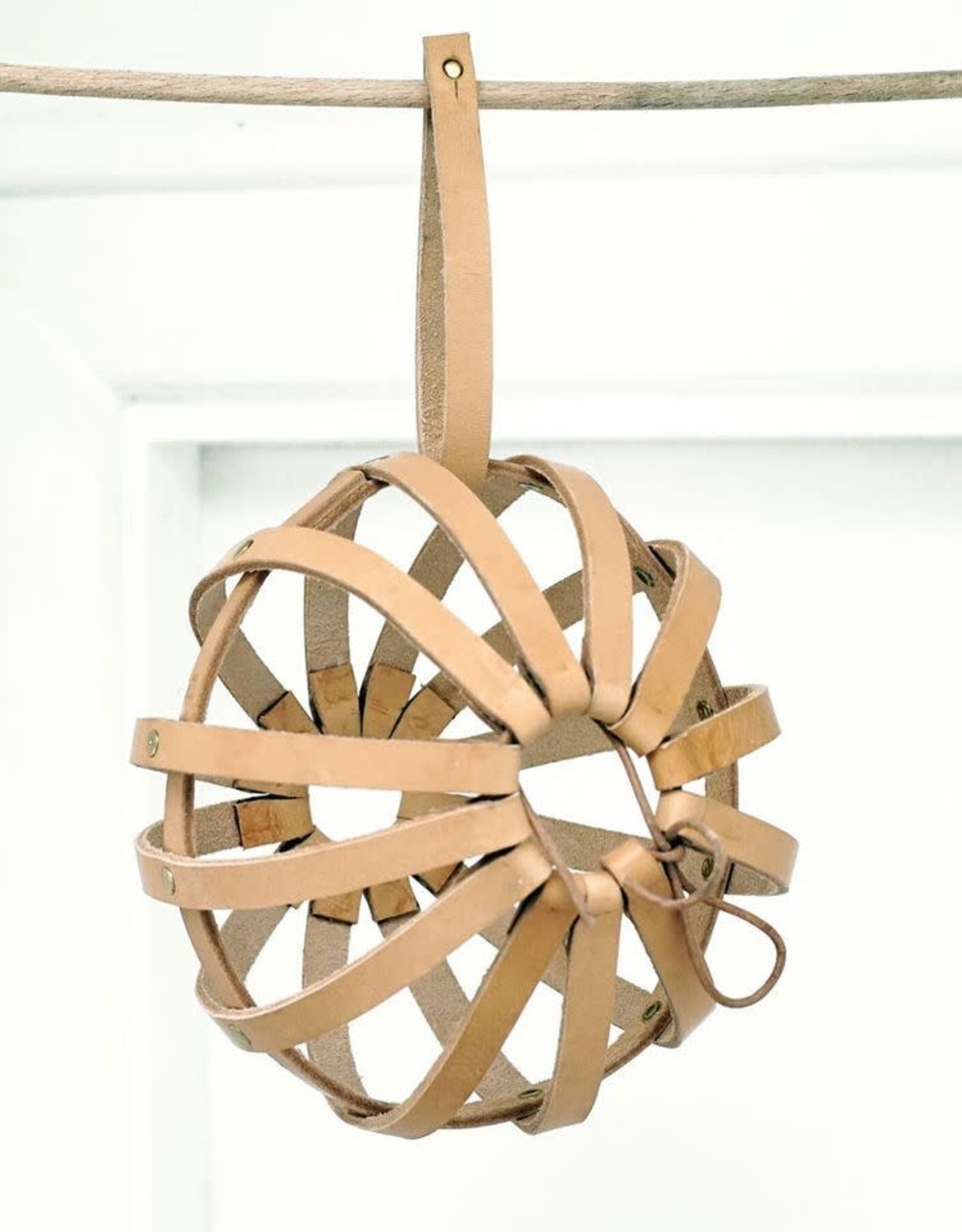 Geo-metry Geo-metry Cocoon Yarn Holder