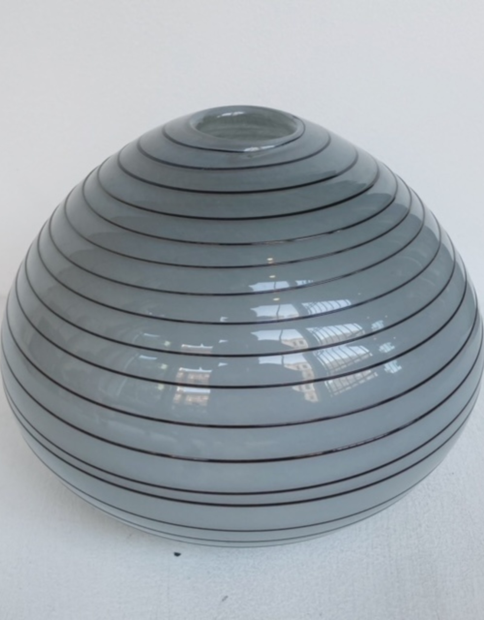 Glass vase swirl medium