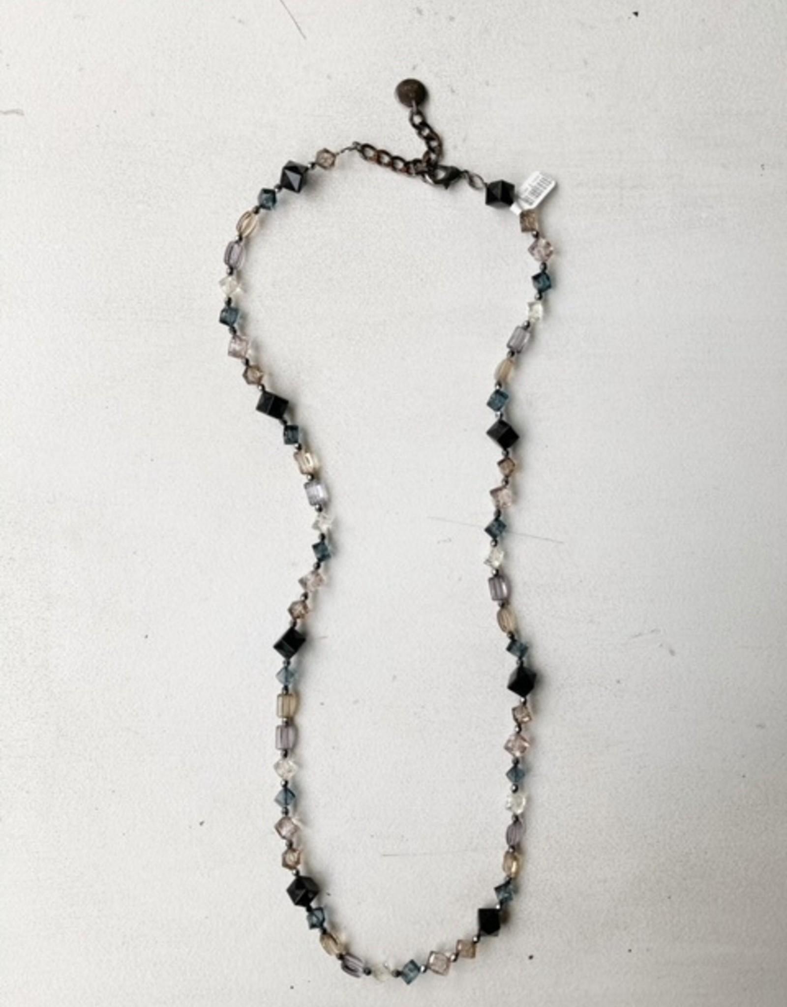 Pono Pono black/blush resin necklace