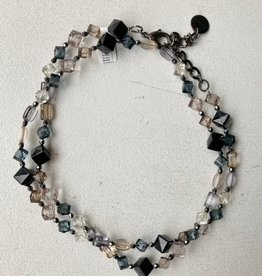 Pono Pono black/blush resin necklace