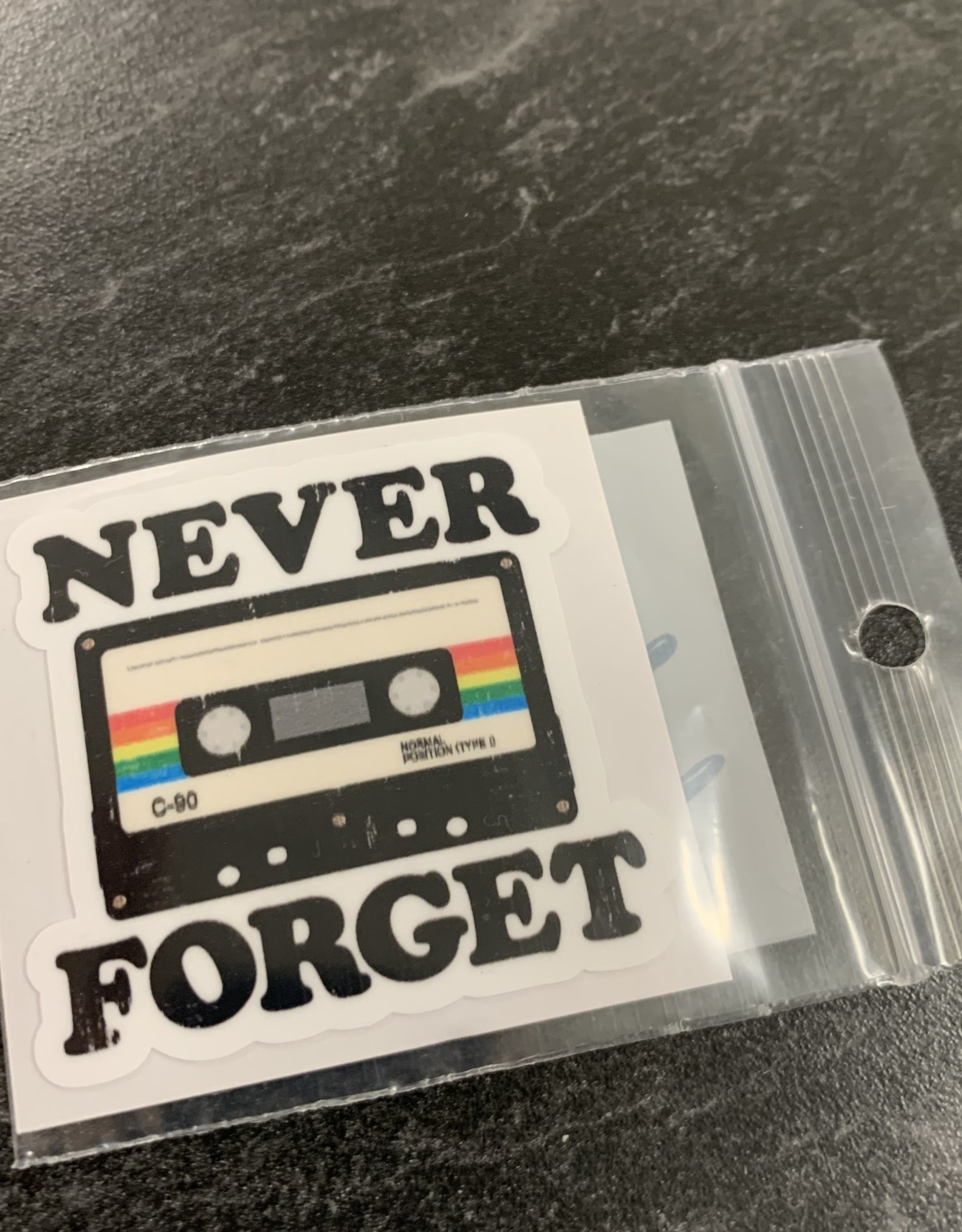 NEVER FORGET STICKER (CELL)