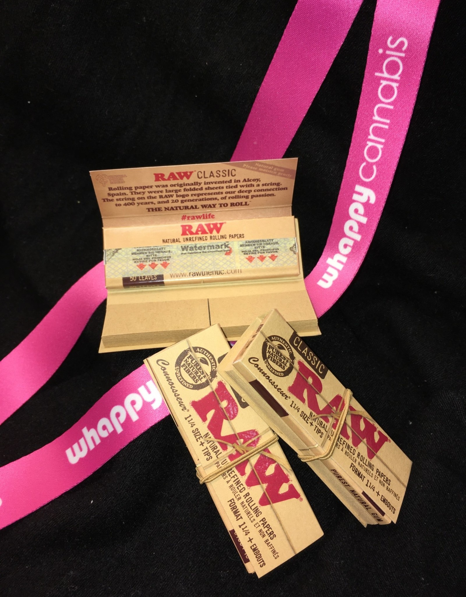 RAW RAW - Classic 1.25 Size Rolling Papers With Tips