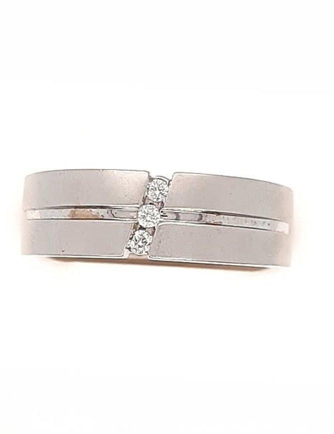 Diamond (0.06 ctw) band, 14k white gold