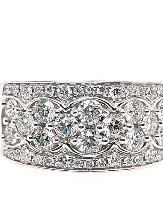 Diamond (5/8 ctw) fancy band, 14k white gold