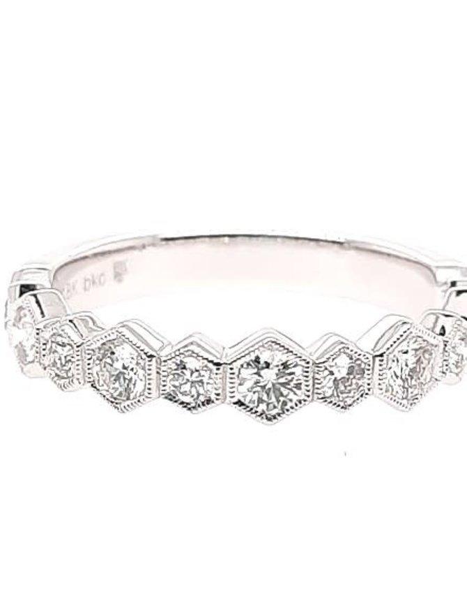 Diamond (0.54 ctw) band, 18k white gold