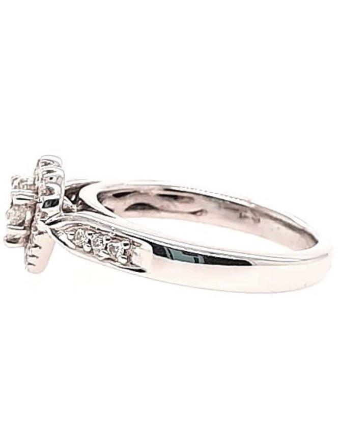 Diamond (0.50 ctw) heart shaped look ring, 14k white gold