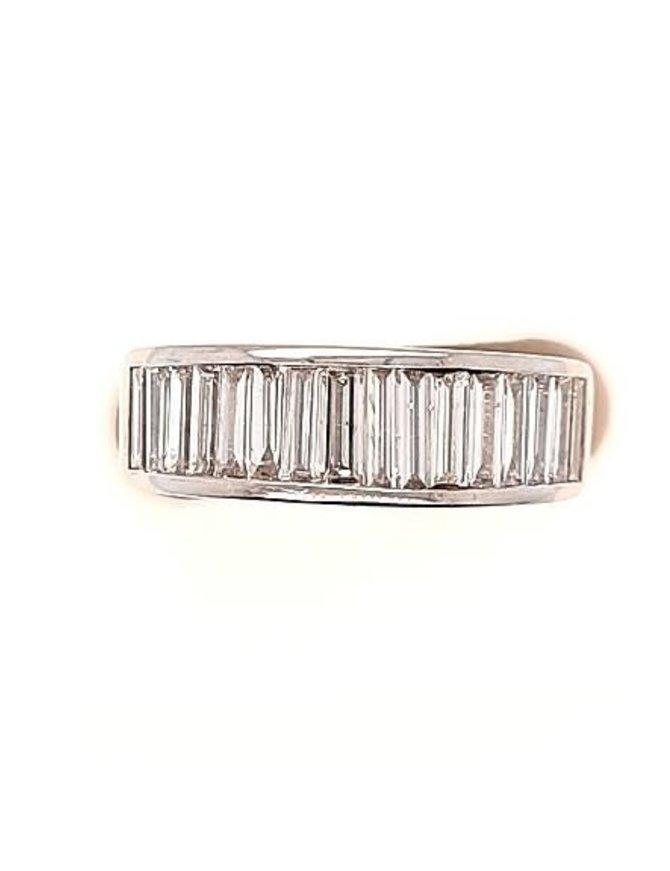 Baguette diamond (2.00 ctw) band, platnium
